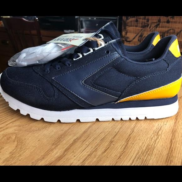 4988b00c10f NWT men s Brooks Chariot sneaker